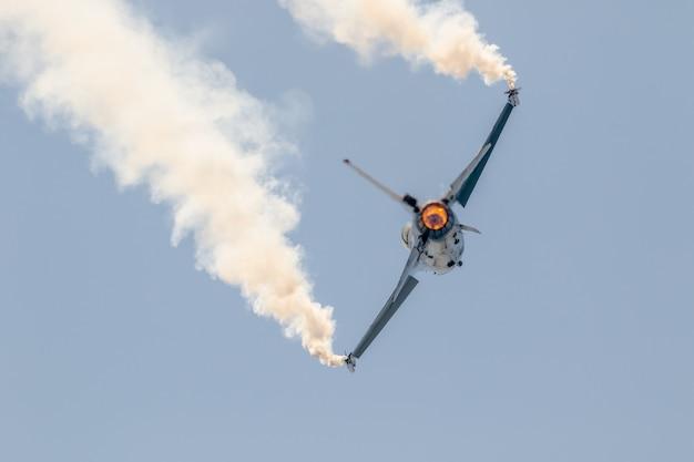 Affichage solo belge de l'avion f-16