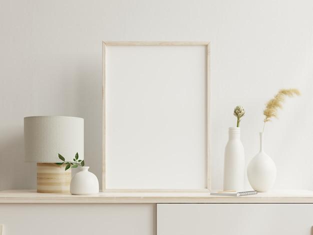 Affiche intérieure avec cadre en bois vertical à l'intérieur de la maison sur armoire