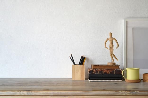 Affiche de loft d'espace de travail, tasse de café et espace de copie.
