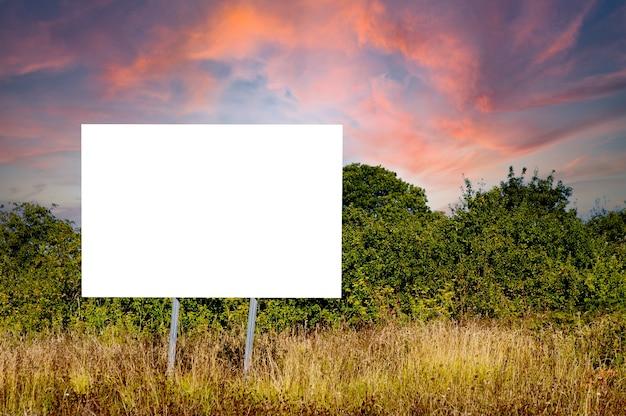 Affiche publicitaire vide à utiliser pour écrire votre message