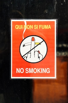 Affiche avec symbole et texte non fumeur