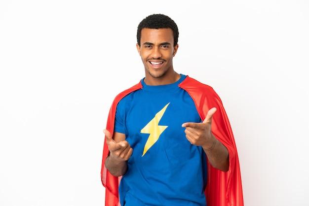 African American Super Hero Man Sur Fond Blanc Isolé Pointant Vers L'avant Et Souriant Photo Premium