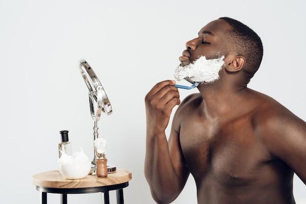 Afro-américain, frottis, crème rasage