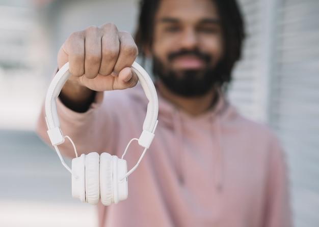 Afro-américain, projection, écouteurs