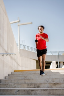 Afro athlétique, faire de l'exercice à l'extérieur