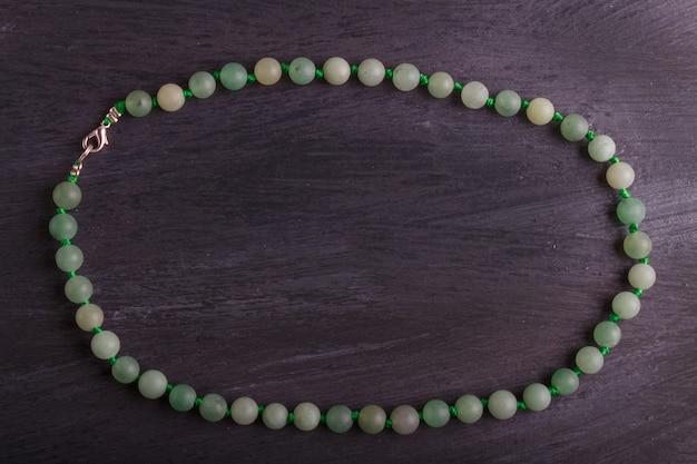 Agate verte perles de couleur sur fond noir