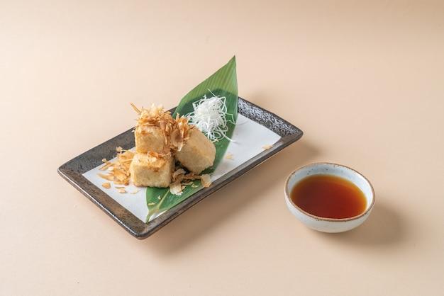 Age dashi tofu - tofu croustillant frit servi avec sauce soja