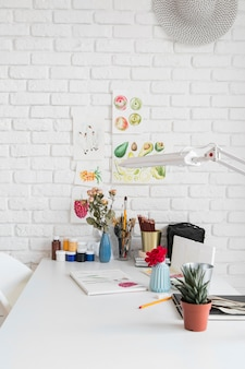 Agencement de bureau avec dessin