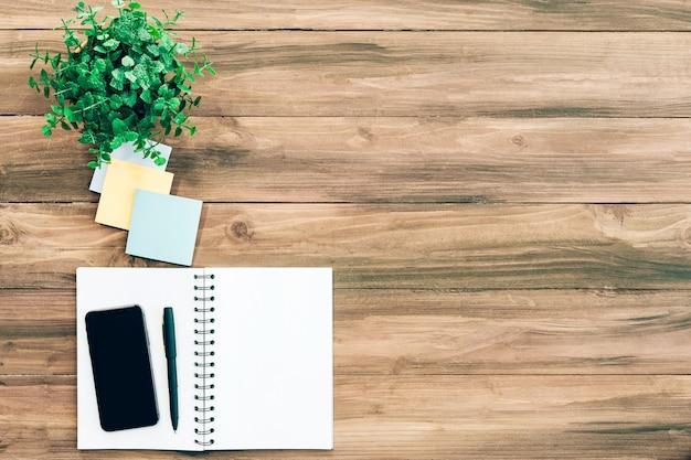 Agenda des affaires sur une table en bois