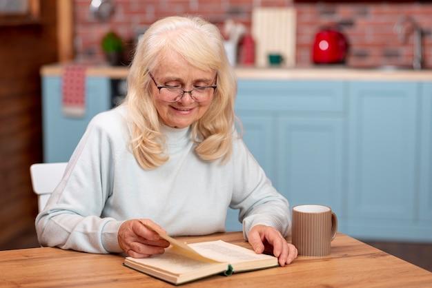 Agenda de consultation des femmes aînées au grand angle