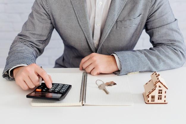 Agent immobilier en comptage