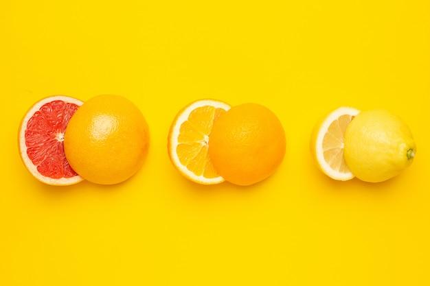 Agrumes de coupe tropicaux, orange, pamplemousse, citron et citron vert