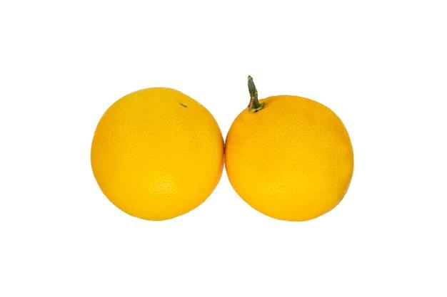 Agrumes frais bio orange isolé sur blanc