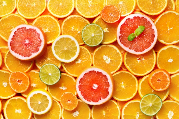 Agrumes (orange, citron, pamplemousse, mandarine, citron vert). nourriture, concept de vitamine, espace de copie,