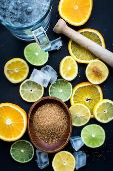 Les agrumes préparés pour une limonade