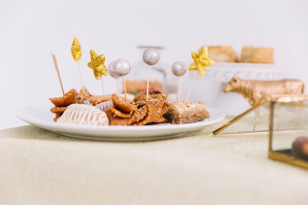 Aïd al-fitr concept avec de la nourriture arabe