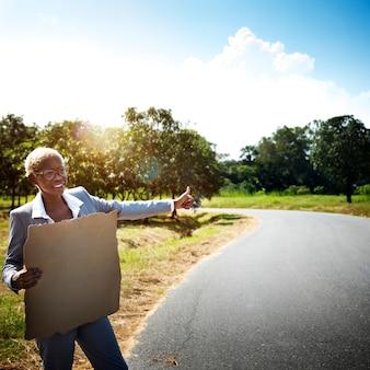 Aidez hitchhike journey assistance assistance concept d'arrêt
