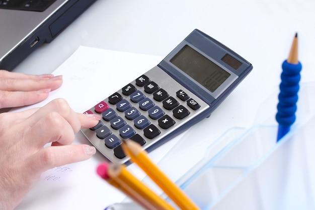 Aiguilles et calculatrice