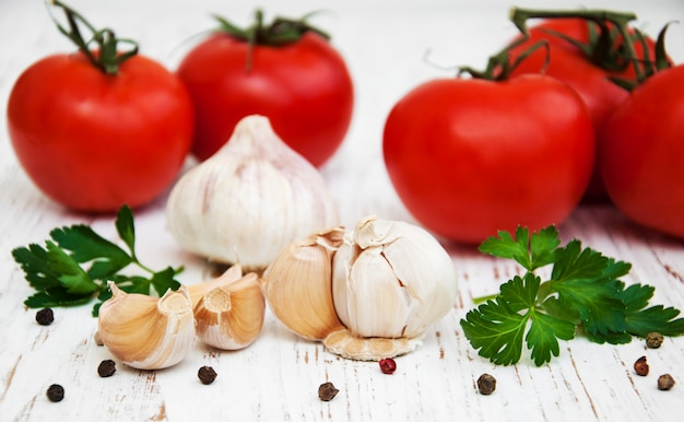 Ail et tomate