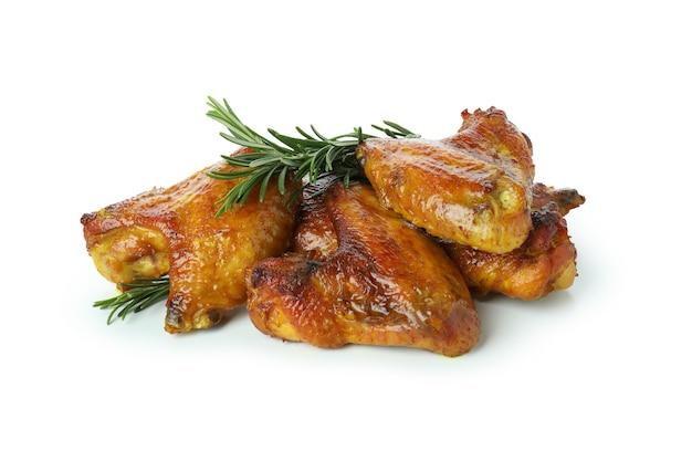 Ailes de poulet au four isolé sur fond blanc