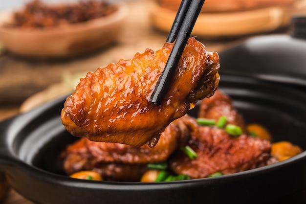 Ailes de poulet braisées aux marrons