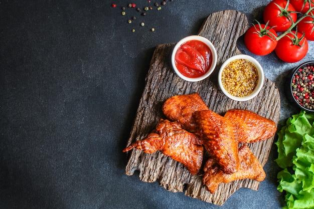 Ailes de poulet frites viande fumée