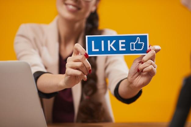 Aime dans les médias sociaux