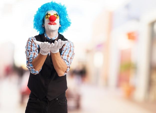 Aimer le clown d'envoyer un baiser