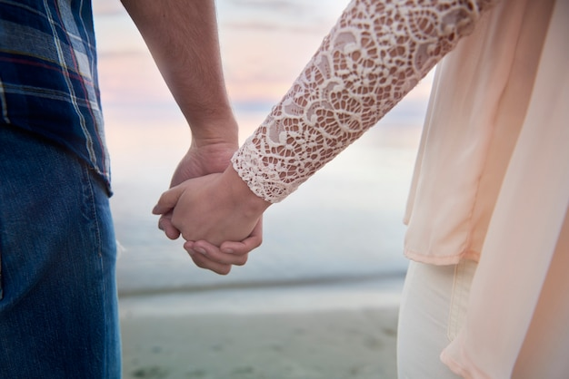 Aimer couple main dans la main