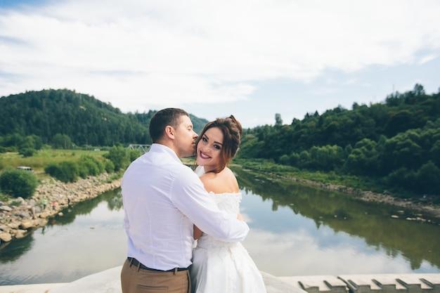 Aimer le couple de mariage, homme et femme