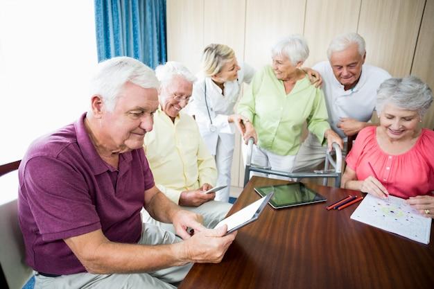 Les aînés utilisent la technologie