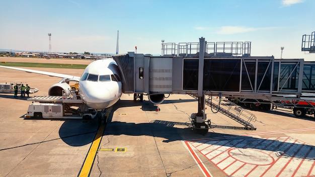 Airbridge connecté à un avion