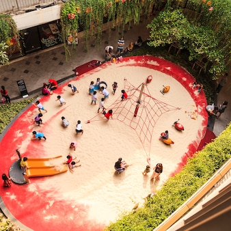 Aire de jeux dans le centre commercial