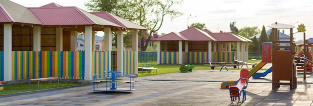 Aire de jeux à la maternelle.
