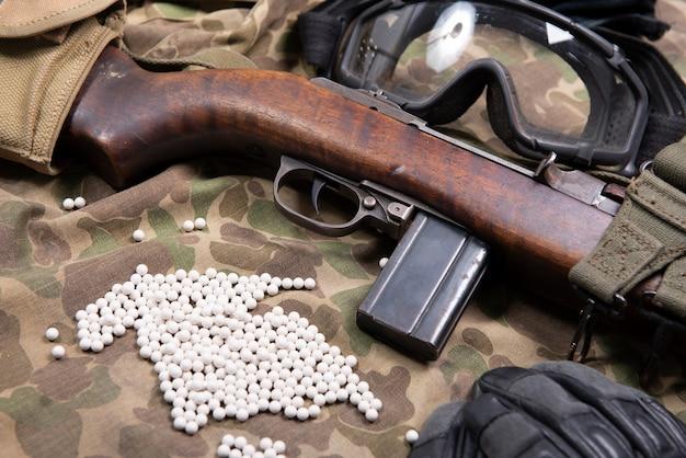 Airsoft gun avec lunettes de protection et lot de balles