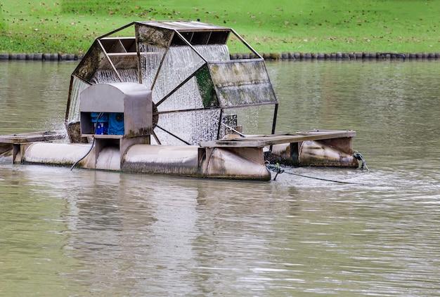 Ajout d'oxygène à la piscine avec des turbines