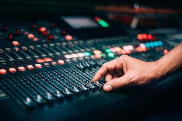 Ajustez les réglages du mixer à la main