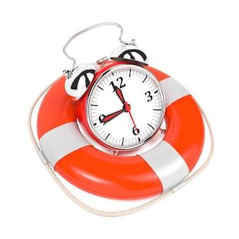 Alarmclock en bouée de sauvetage sur fond blanc. enregistrez le concept de temps.