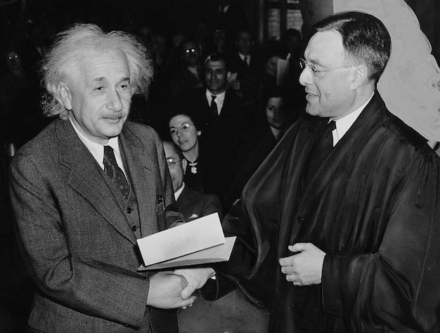 Albert einstein génie physicien scientifiques