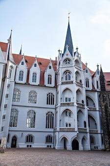 Albrechtsburg, l'ancienne résidence de la maison de wettin, est considérée comme étant le premier château à être utilisé comme résidence royale