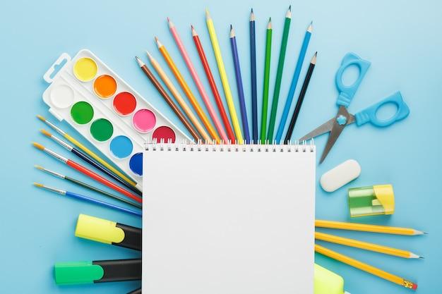 Album de dessin et de créativité pour l'école avec papeterie