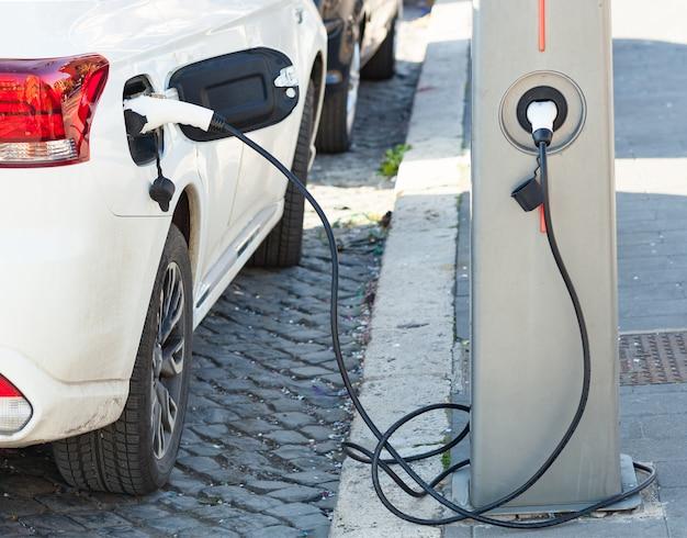 Alimentation électrique pour le chargement de la voiture électrique.