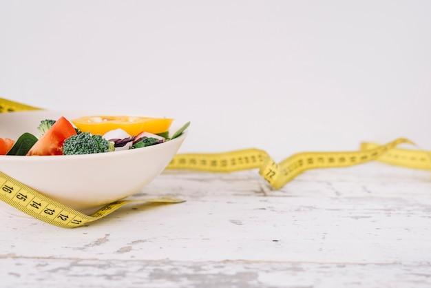 Alimentation saine et ruban à mesurer