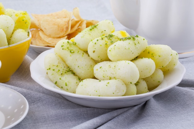 Aliments doux traditionnels indiens long rasgulla