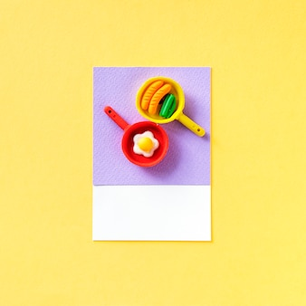 Aliments frits et jouets pan
