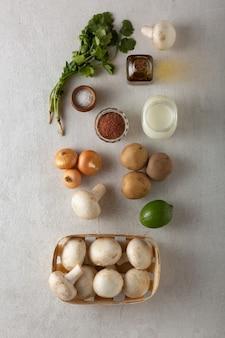 Les aliments keto sont la base d'une alimentation saine. cuisine traditionnelle orientale et thaïlandaise
