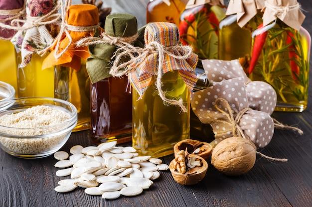 Aliments sains, produits diététiques à la mode, légumes, céréales, noix. huiles