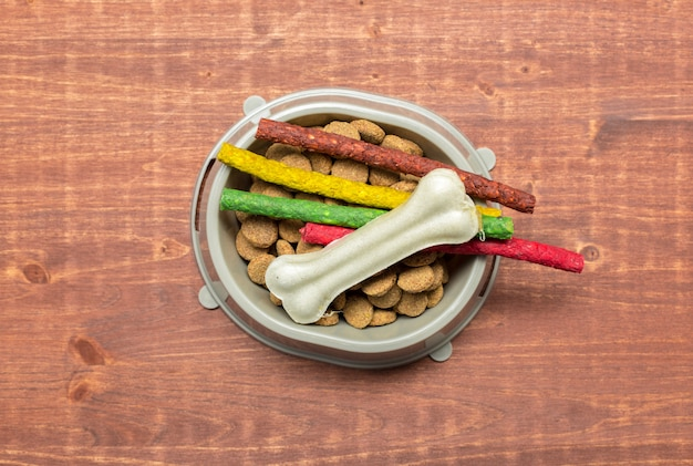 Aliments séchés pour chiens ou chats.