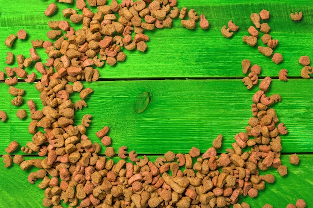 Aliments secs pour chiens ou chats. vue de dessus