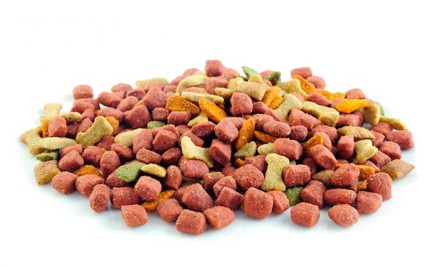 Aliments secs pour chiens isolés.
